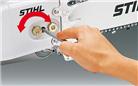 Dispozitiv pentru întinderea lanţului amplasat lateral